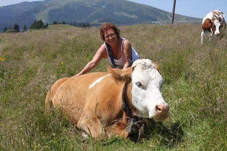 Anna Maria con la mucca Alma di Adotta una Mucca