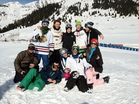 foto di gruppo per la settimana bianca low cost in Trentino